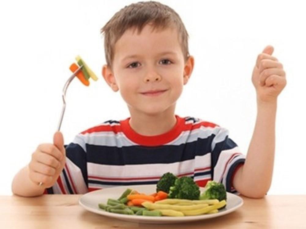 Kết quả hình ảnh cho bé tự ăn